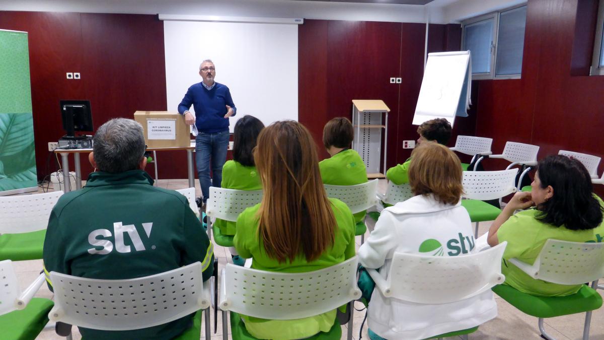 equipos de limpieza formados ante posibles casos de coronavirus STV Gestión